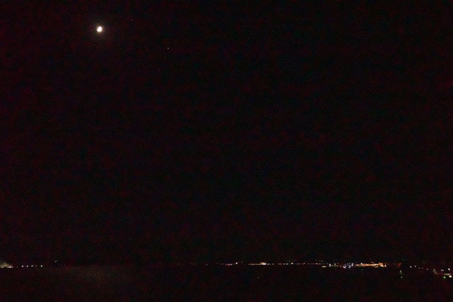 2020.10.23 月と土星の右下には木星 (2).JPG