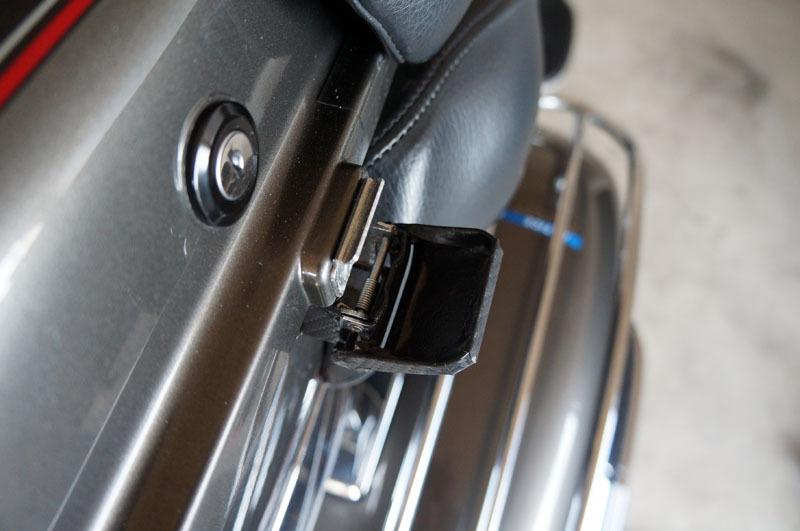 トラベルトランク 留め金 カーボンシート 1.JPG