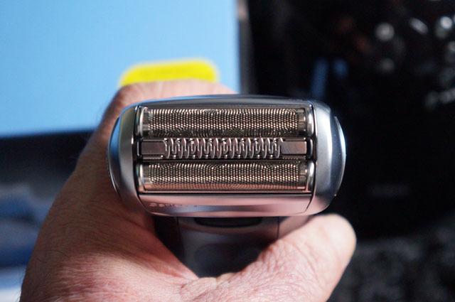 ブラウン シェーバー 7867cc 4カットシステム (5).JPG