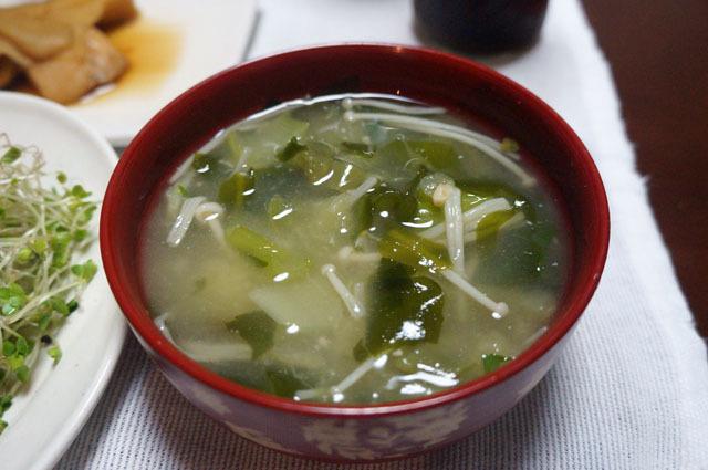 ワカメとエノキと山芋のお味噌汁.JPG