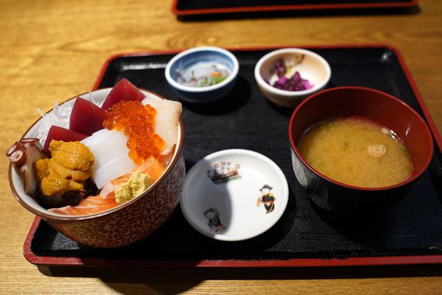 海鮮市場長崎港 (3) 海鮮丼.JPG