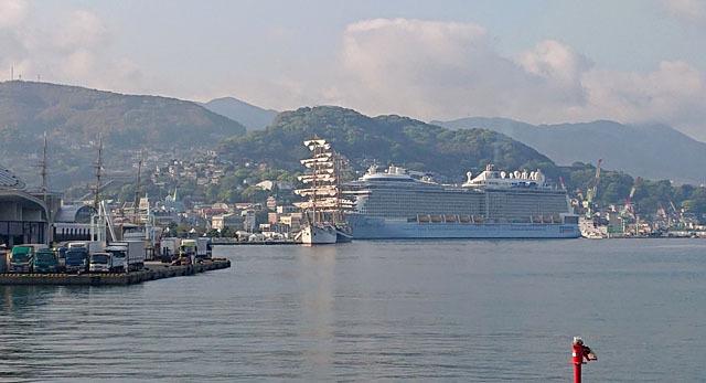 長崎港 帆船 クルーズ客船 (3).JPG